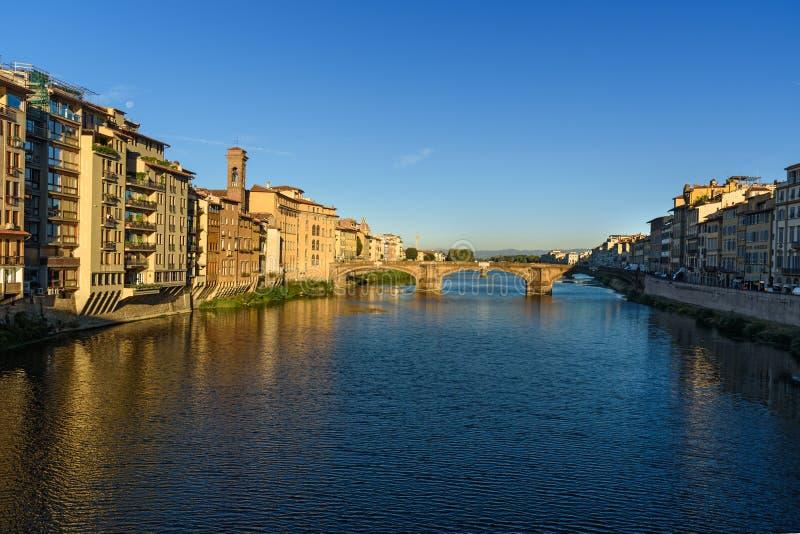 Ponte della trinità sopra il Arno alla mattina a Firenze L'Italia fotografia stock libera da diritti