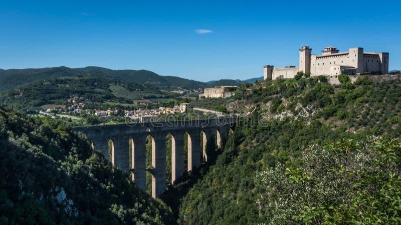 Ponte-delle Torri und Rocca Albornoziana, Spoleto, Umbrien, Italien lizenzfreies stockbild