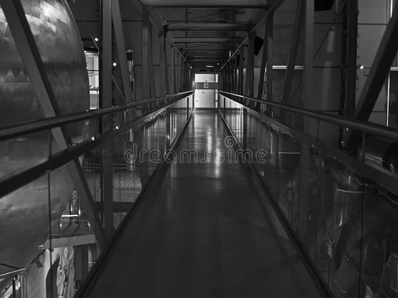 Ponte dentro do centro de energia nuclear fotografia de stock