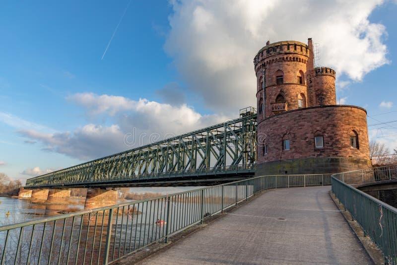 Ponte di Ailway a Mainz, Germania fotografia stock libera da diritti