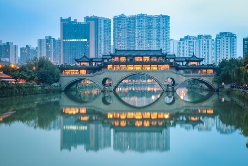 Ponte di anshun di cinese al crepuscolo fotografie stock