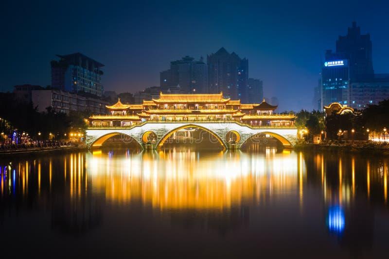 Ponte di Anshun in fiamme con le luci immagini stock libere da diritti