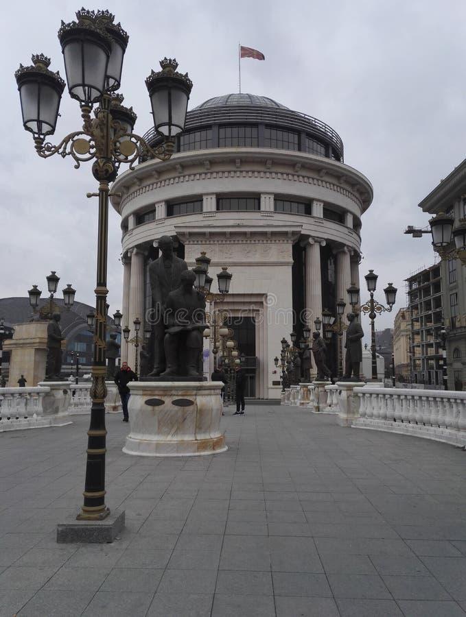 Ponte di arte a Skopje, Repubblica della Macedonia del nord immagini stock