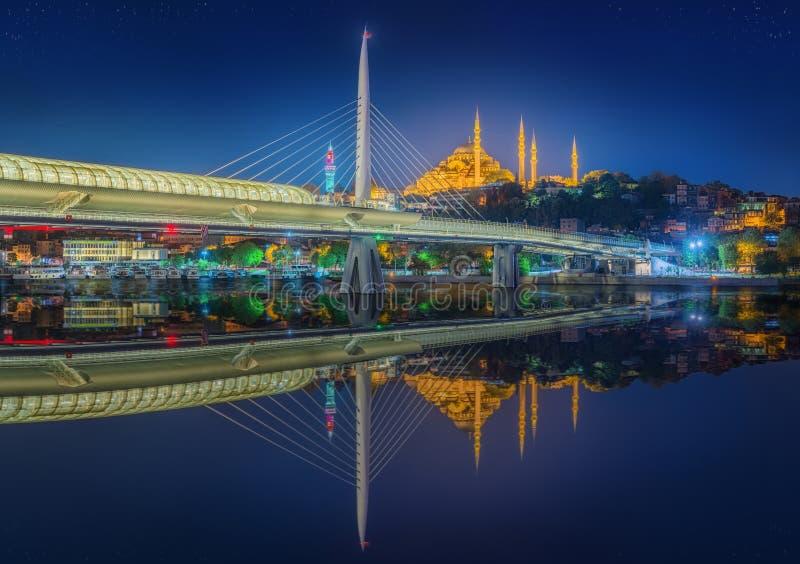 Ponte di Ataturk, ponte della metropolitana alla notte Costantinopoli immagine stock libera da diritti