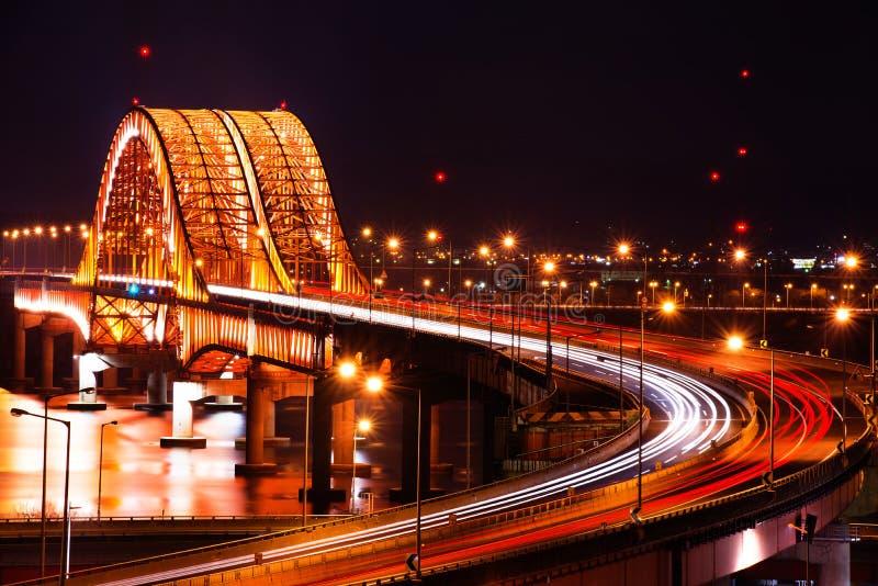 Ponte di Banghwa alla notte immagine stock