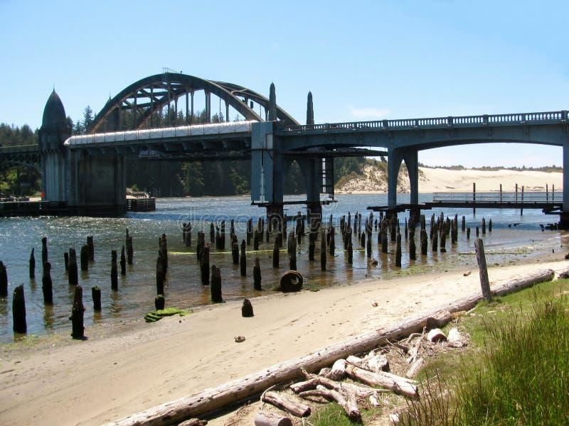 Ponte di basculla del fiume di Siuslaw a Firenze, Oregon fotografia stock