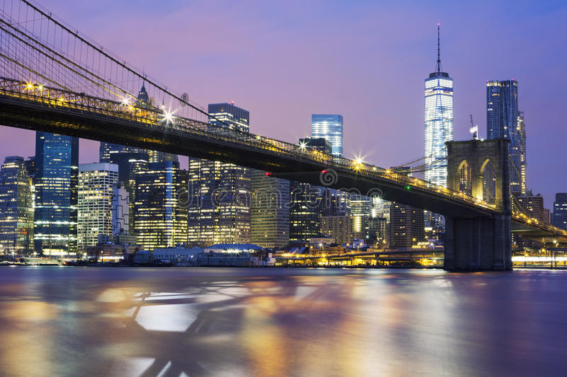 Download Ponte Di Brooklyn Al Crepuscolo Fotografia Stock - Immagine di commercio, mattina: 56892182