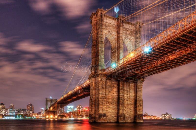 Ponte di Brooklyn alla notte immagine stock libera da diritti