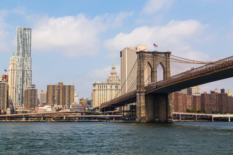 Ponte di Brooklyn e New York del centro fotografie stock libere da diritti