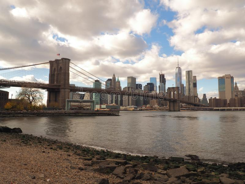 Ponte di Brooklyn e orizzonte New York fotografia stock