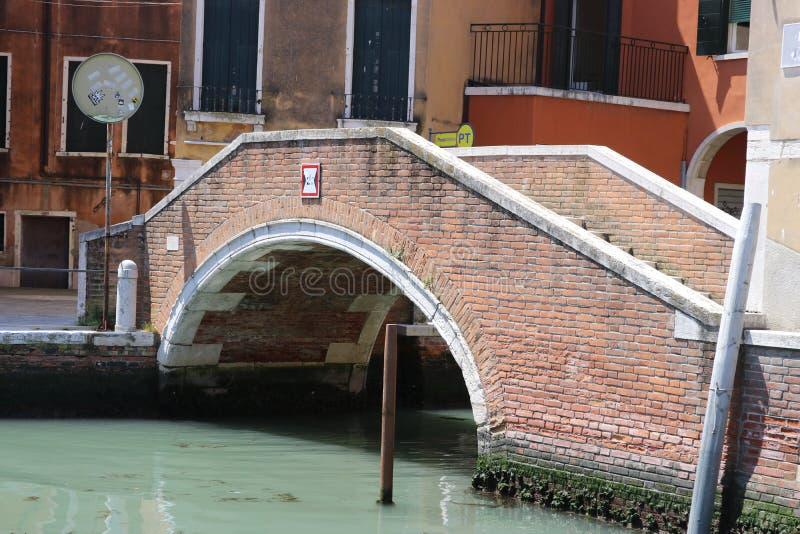 Ponte di camminata a Venezia immagine stock libera da diritti