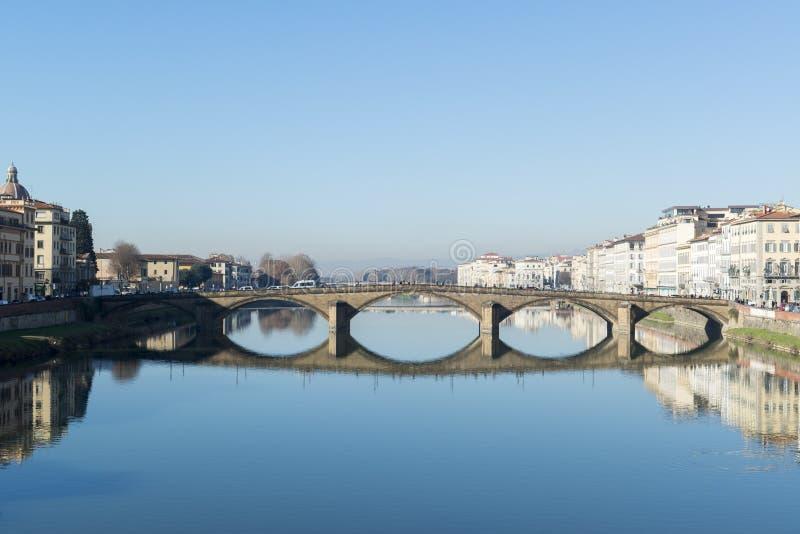 Ponte di Carraia di alla di Ponte sul fiume di Arno a Firenze immagini stock libere da diritti