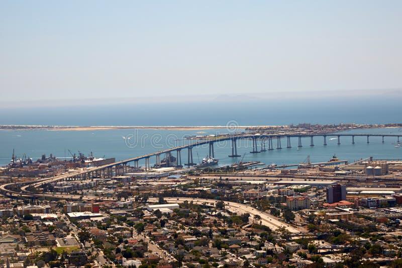 Ponte di Coronado e di San Diego, California fotografie stock