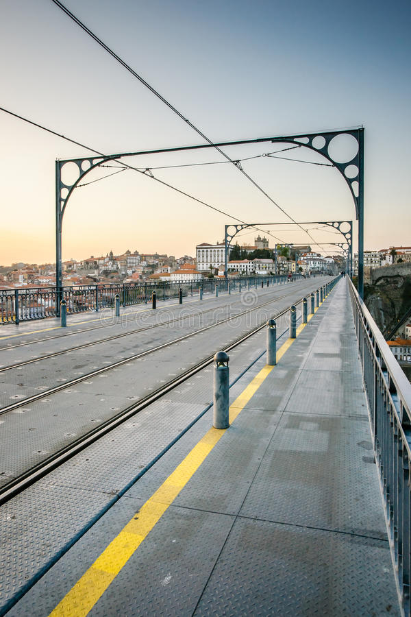 Ponte di Dom Luis I sopra il fiume il Duero a Oporto, Portogallo fotografie stock