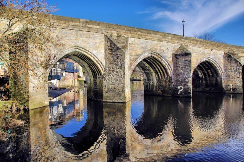 Ponte di Elvet sopra l'usura del fiume nella città di Durham fotografia stock libera da diritti