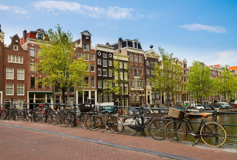 Ponte di Heibrug dell'anello del canale, Amsterdam immagini stock