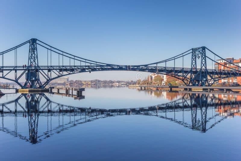 Ponte di Kaiser Wilhelm sopra la SME-giada-Kanal in Wilhelmshaven fotografie stock