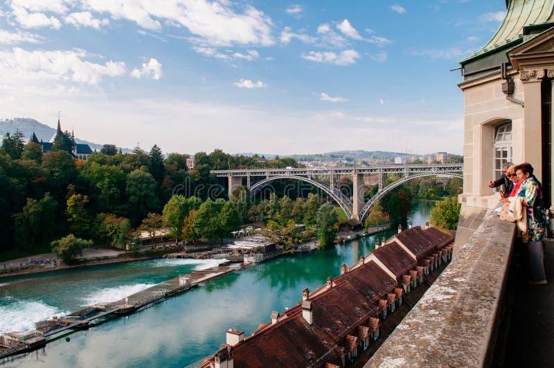 Ponte di Kirchenfeldbrucke sopra il fiume di Aare, Berna - Svizzera immagine stock
