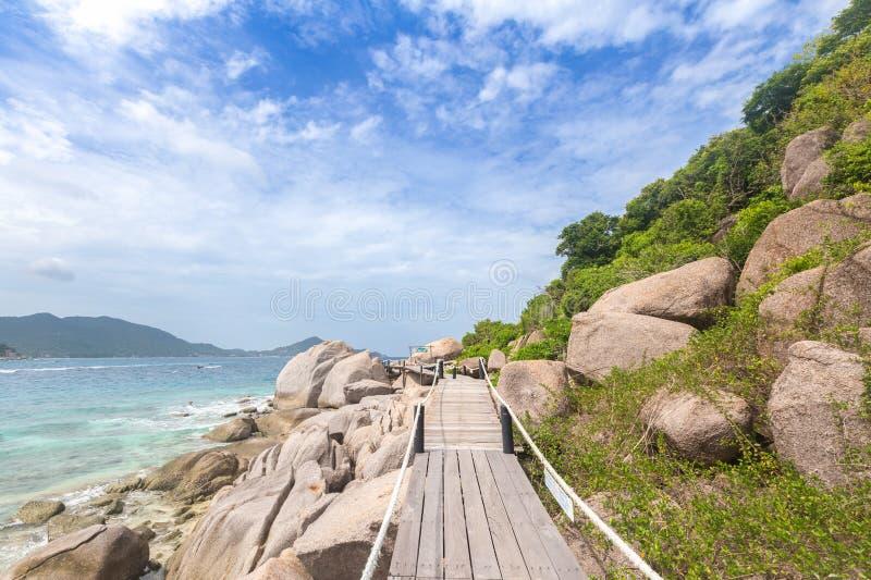 Ponte di legno al punto di vista all'isola di Nangyuan, Suratthani, del sud fotografia stock libera da diritti