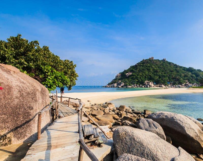 Ponte di legno e la spiaggia immagini stock libere da diritti