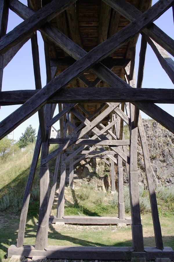 Ponte di legno nell'ambito della vista fotografia stock