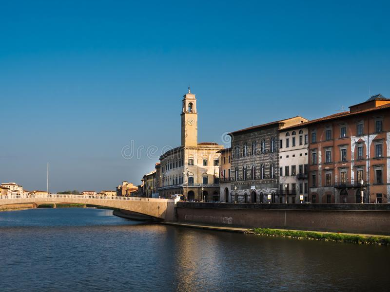 Ponte Di Mezzo i dziedzictwo budynki w Pisa obrazy stock
