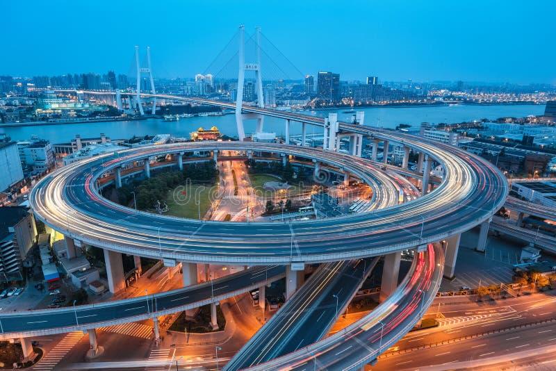 Ponte di nanpu di Shanghai al crepuscolo fotografia stock