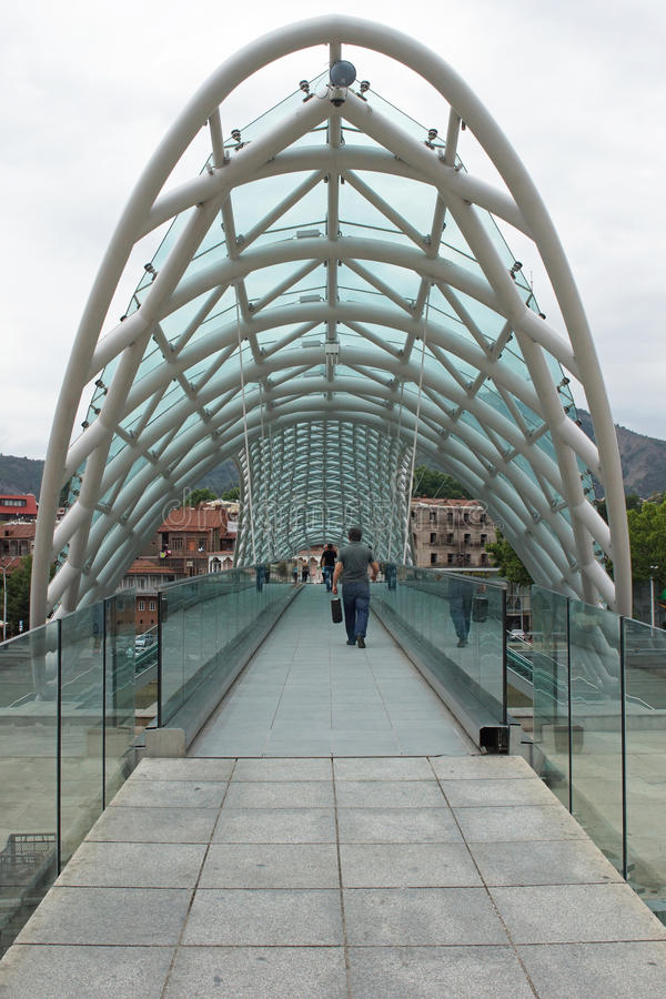 Ponte di pace, Tbilisi, Georgia immagini stock libere da diritti