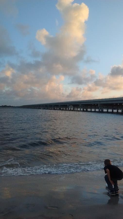 Ponte di pesca di Florida vicino all'isola di Amiela fuori da A1A fotografia stock