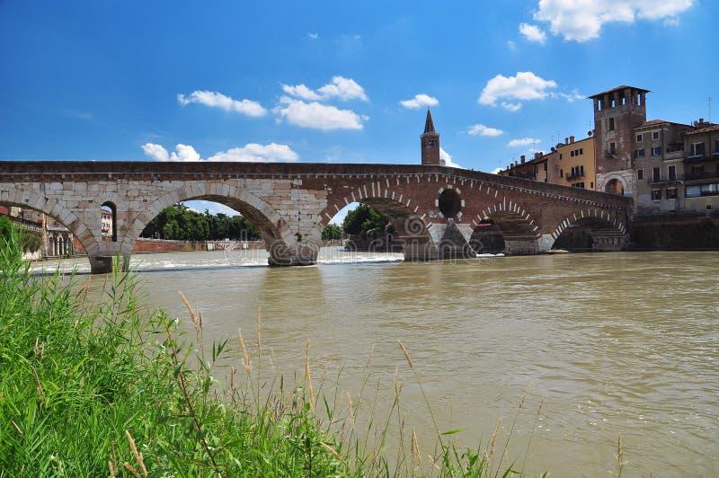 ponte di Pietra (石桥梁),维罗纳,意大利 库存照片