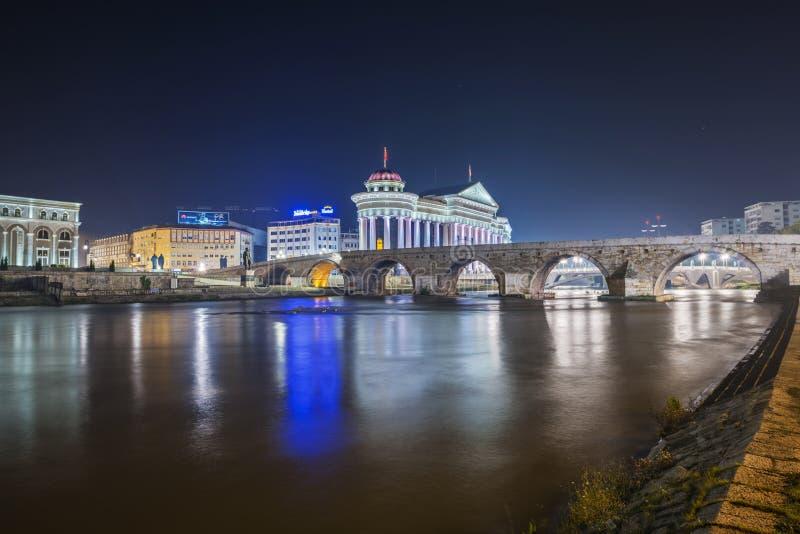 Ponte di pietra alla notte 2 immagini stock
