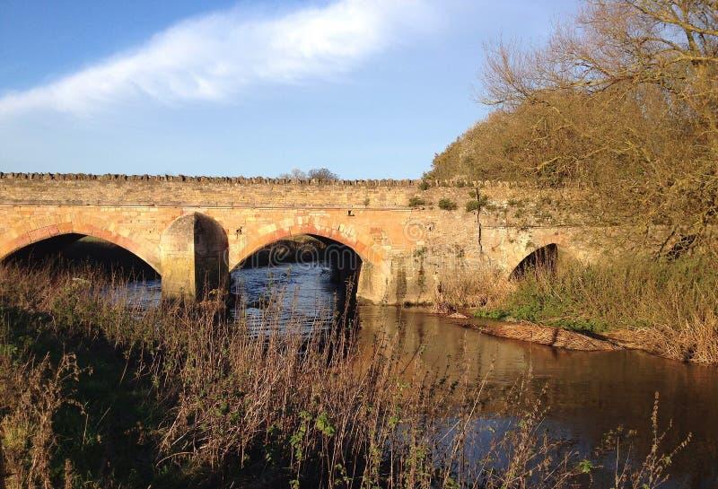 Ponte di pietra antico a Turvey, Regno Unito fotografia stock