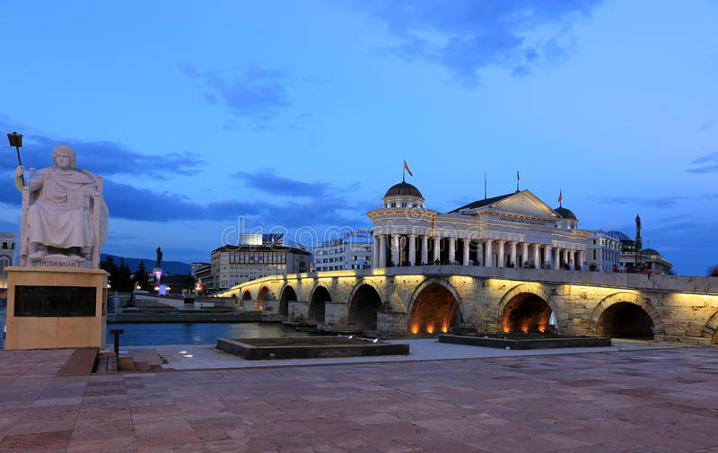 Ponte di pietra di Skopje fotografie stock