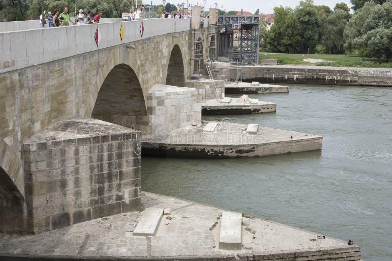 Ponte di pietra, Regensburg, Germania fotografia stock