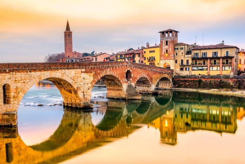 Ponte Di Pietra, Verona, Włochy fotografia stock