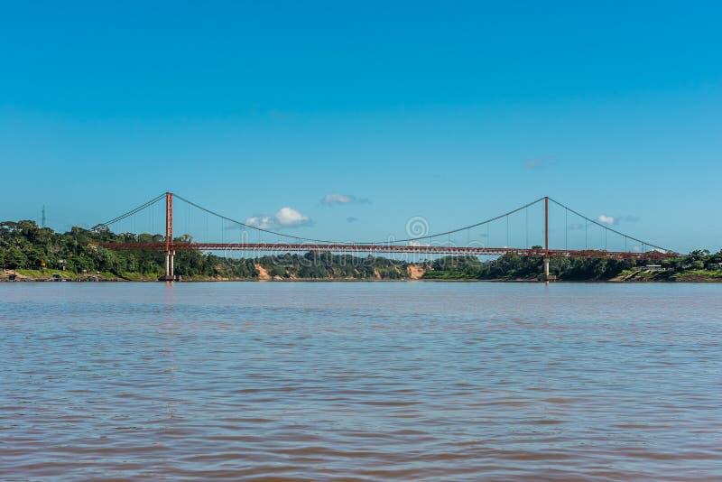 Ponte di Puerto Maldonado nella giungla peruviana di Amazon a Madre d immagini stock