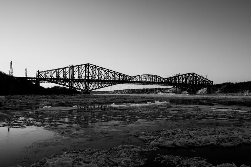 Ponte di Quebec sul tramonto fotografie stock libere da diritti