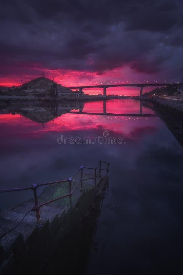 Ponte di Rontegi da Lutxana alla notte fotografia stock
