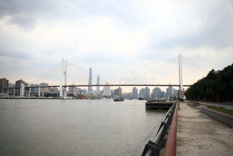 Ponte di Shanghai Nanpu fotografie stock