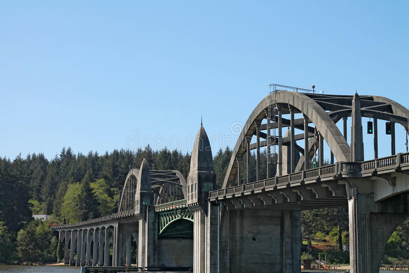 Ponte di Siuslaw a Firenze, Oregon fotografie stock libere da diritti