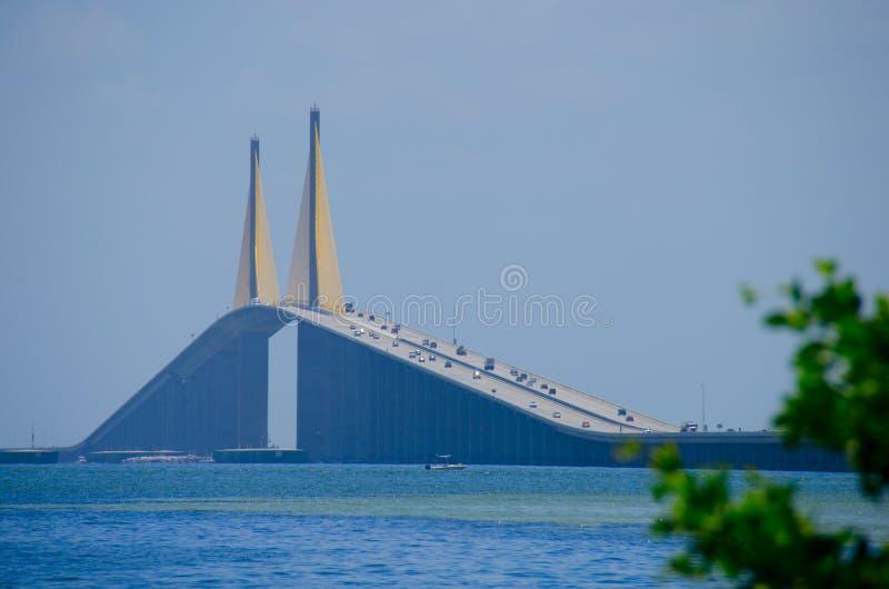 Ponte di Skyway del sole sopra Tampa Bay Florida fotografie stock libere da diritti