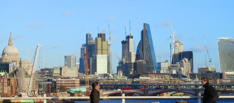 Ponte di Waterloo dell'incrocio Londra, Regno Unito Gennaio 2017 immagine stock libera da diritti