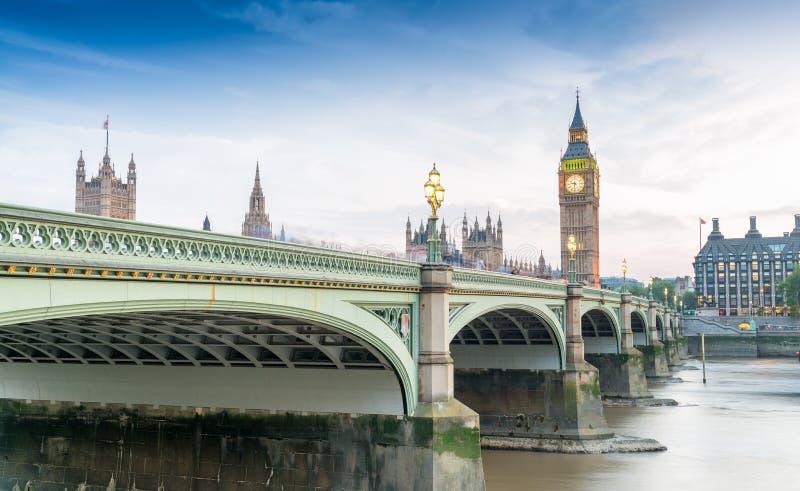 Ponte di Westminster al crepuscolo, Londra - Regno Unito fotografie stock libere da diritti