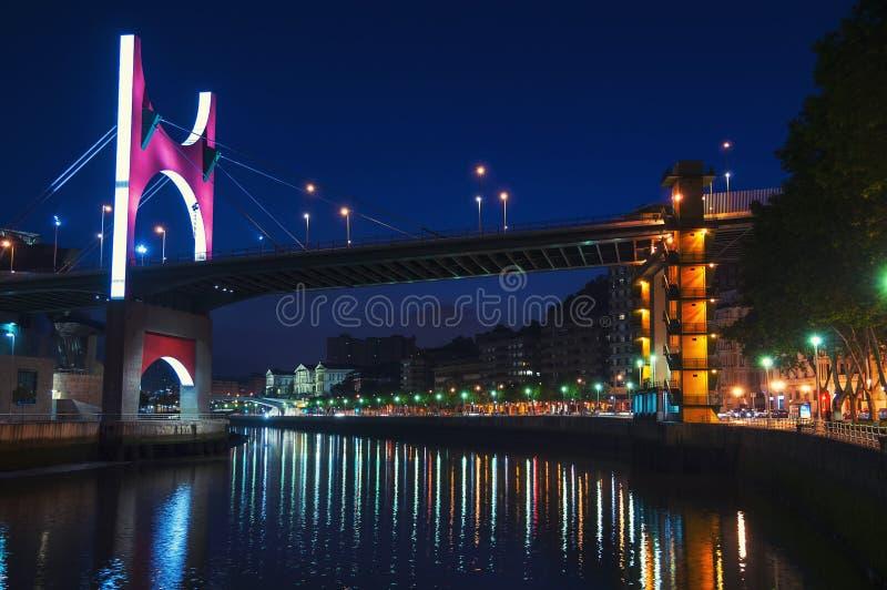 Ponte di zubia di Salbeko sopra il fiume di Nevion a Bilbao fotografia stock libera da diritti