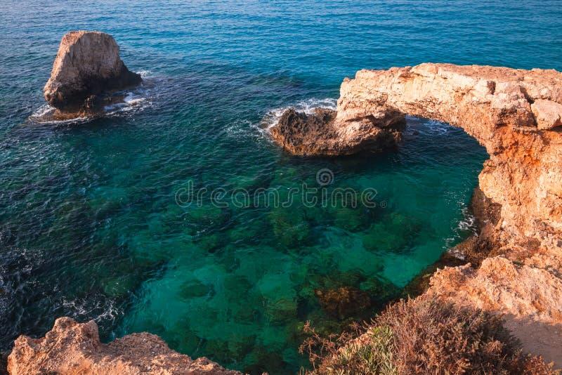 Ponte do amor Arco de pedra natural, Chipre fotos de stock