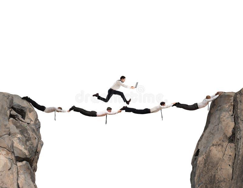Ponte do apoio dos homens de negócio imagens de stock royalty free