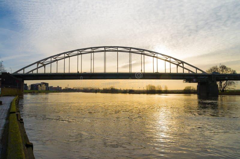 Ponte do arco no nascer do sol fotografia de stock