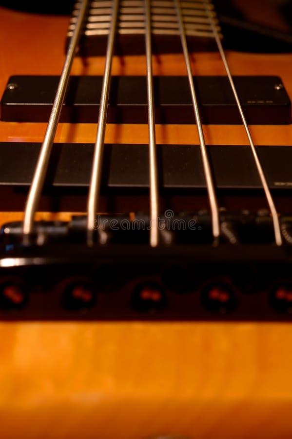 Download Ponte Do Baixo De Corda Cinco Foto de Stock - Imagem de fret, ponte: 102520
