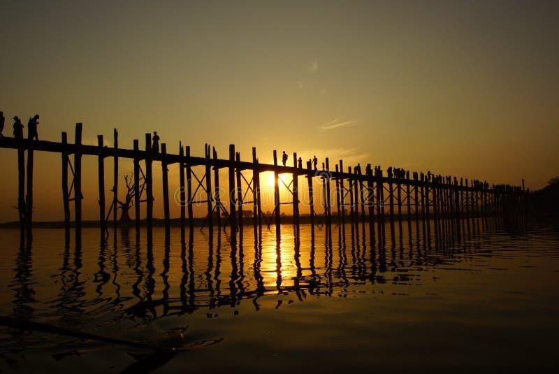 Download Ponte Do Bein De U No Por Do Sol Em Amarapura Perto De Mandalay, Myanmar (Burma) Foto de Stock - Imagem de formulários, terra: 29825368