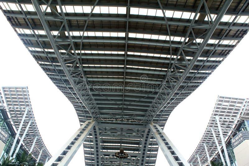 Ponte do céu das construções de aço fotos de stock royalty free